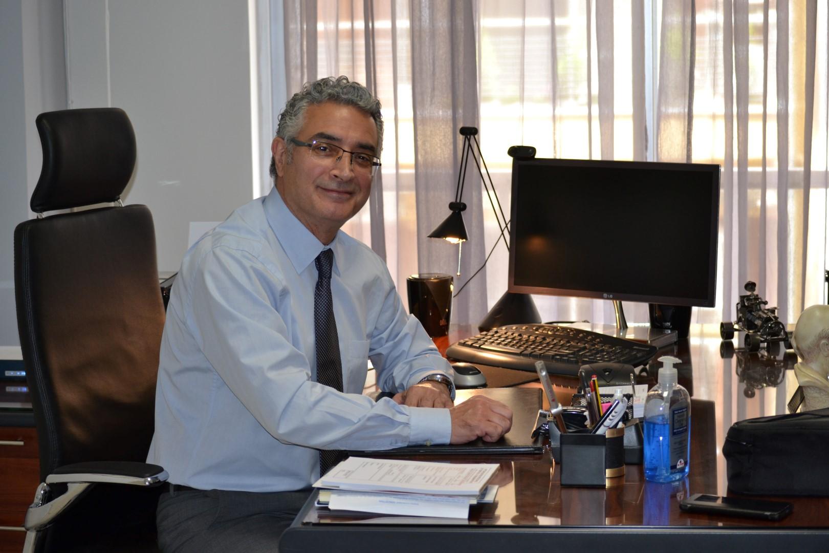 Dr. Thomas Georgiades